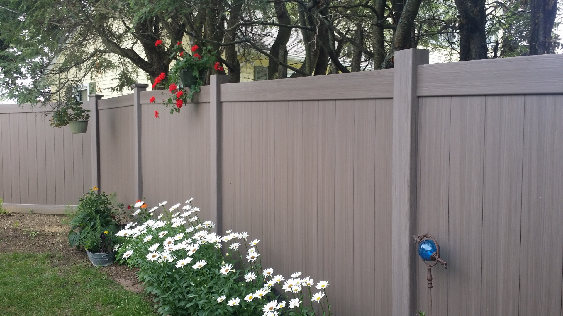 vinyl privacy and picket fence install auburn miller fence